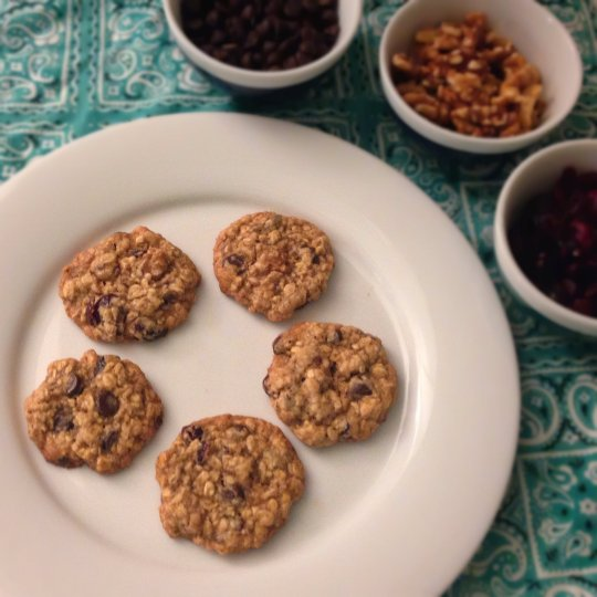 Cranberry, Chocolate, and Walnut Oatmeal Cookies - www.cloudthyme.com