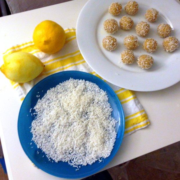 Raw Lemon Coconut Bites - www.cloudthyme.com