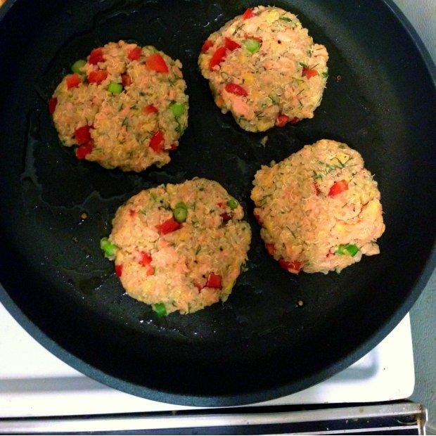 Salmon Quinoa Cakes - www.cloudthyme.com