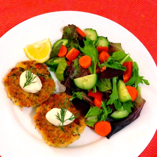 Salmon Quinoa Cakes - www.cloudthyme.com