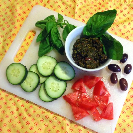 Kale, Sun-dried Tomato, & Olive Pesto - www.cloudthyme.com